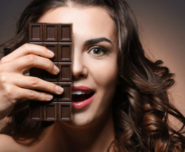 Pros and cons of dark chocolate